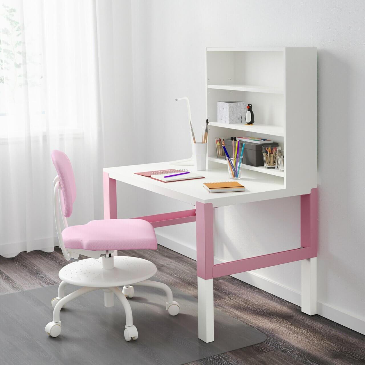 Roze bureau voor meisjeskamer