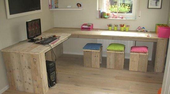 Stoer steigerhouten bureau voor kinderen