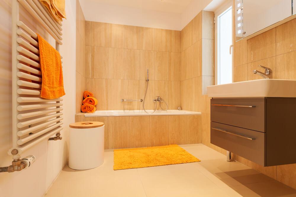 Oranje badkamer accessoires: van handdoeken tot een vloerkleed