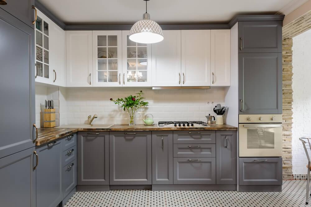 Een landelijke grijze keuken: stijlvol en tijdloos