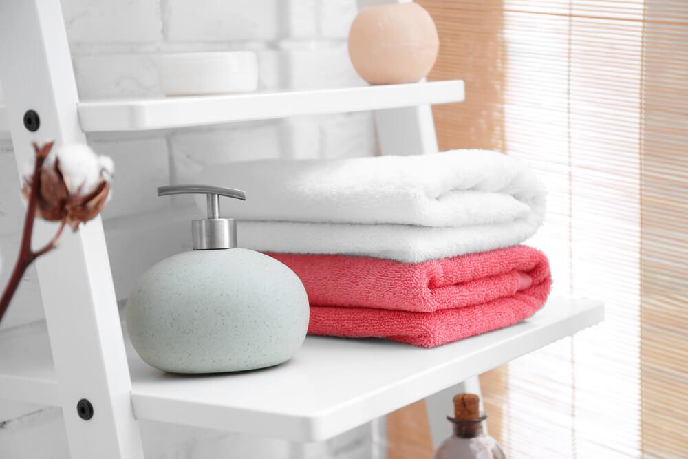 De juiste handdoeken voor de badkamer uitkiezen: 5 tips en tricks