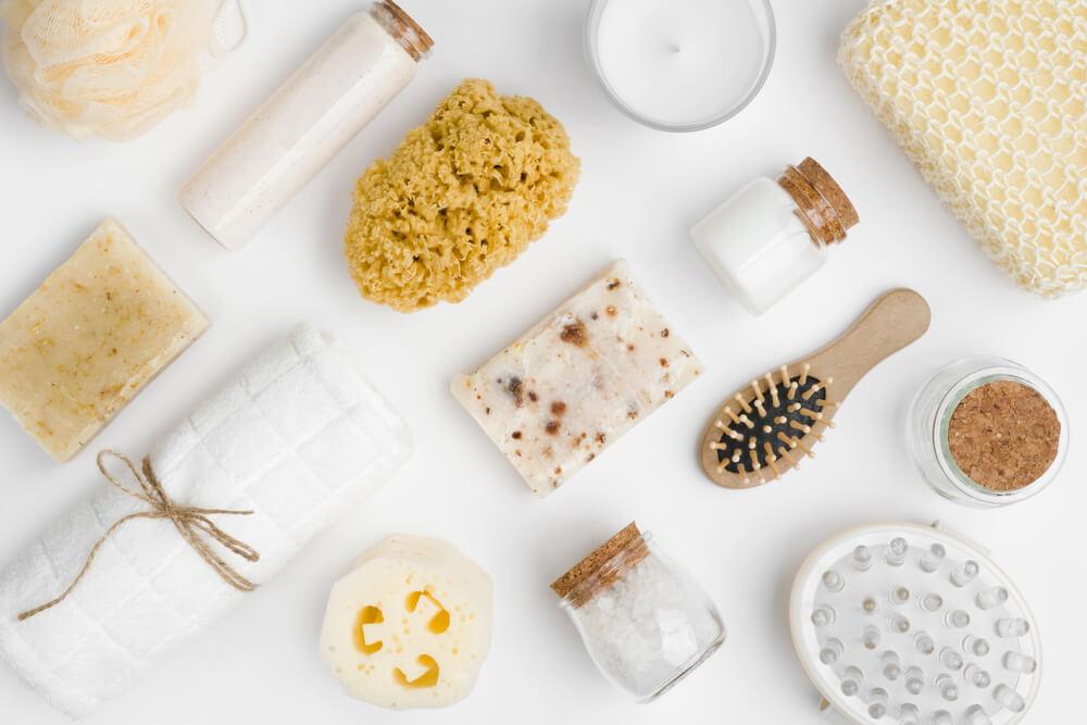 Een nette badkamer met mooie verpakkingen en spullen: zo pak je het aan