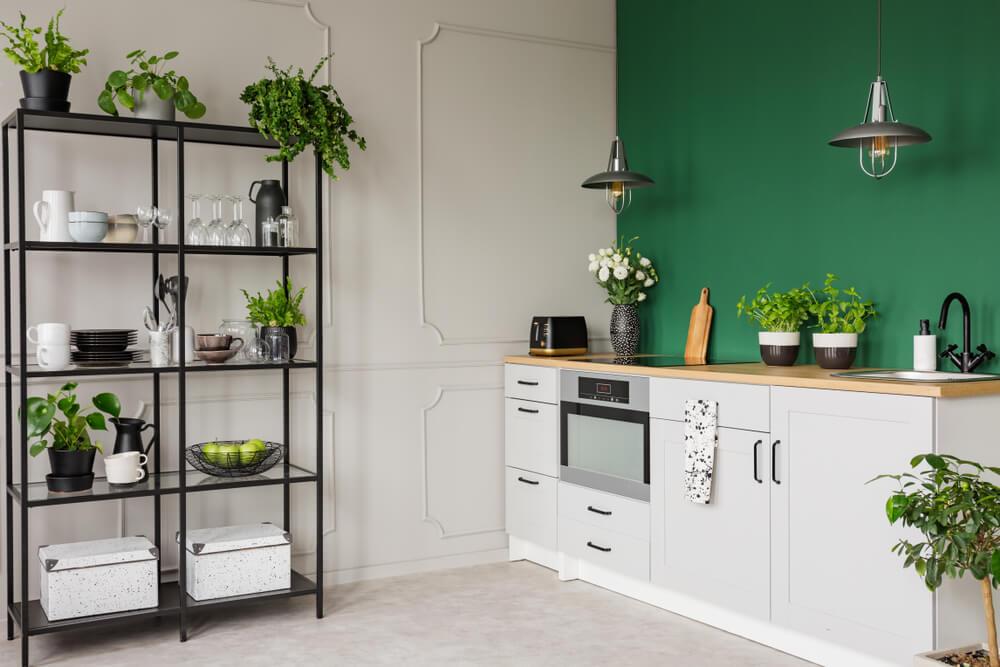 Groene planten in de keuken: handige tips en voorbeelden