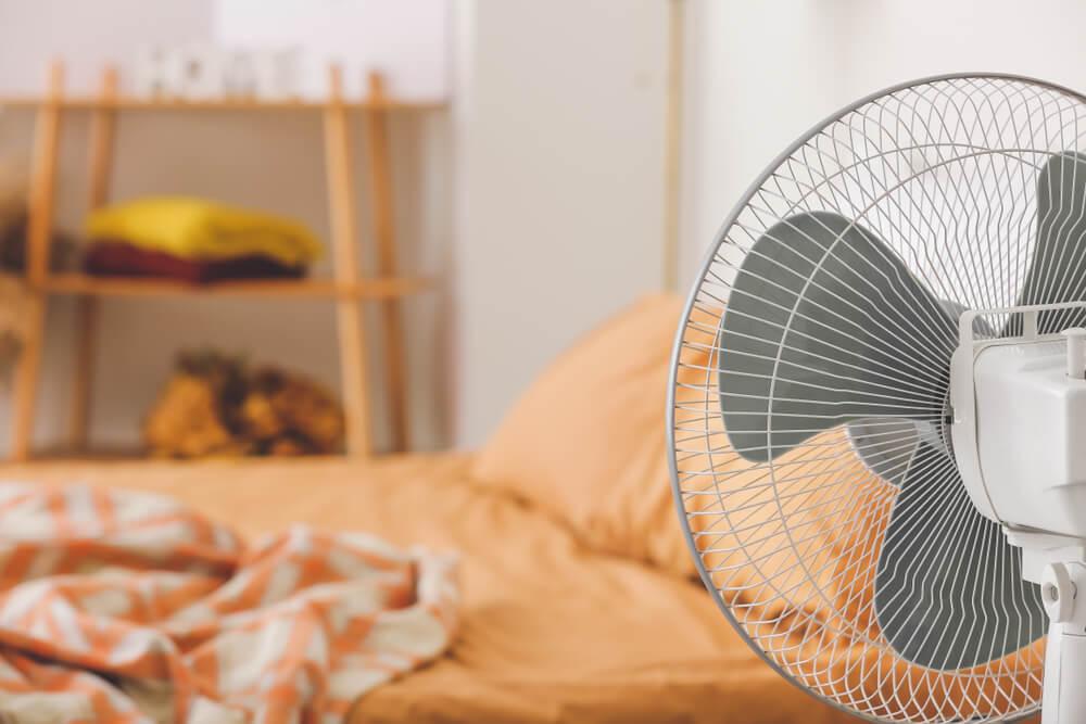 Lees onze handige tips tegen warmte in de slaapkamer - ventilatie en meer!