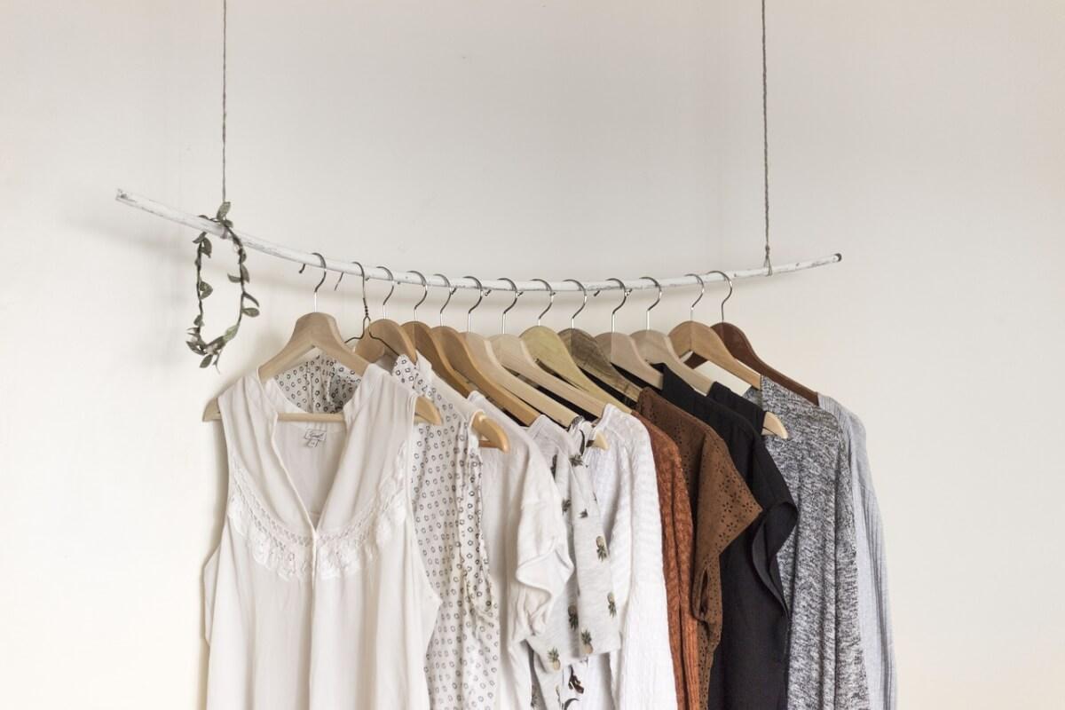 Je kleding opruimen: je kledingkast minimaliseren pak je zo goed aan!
