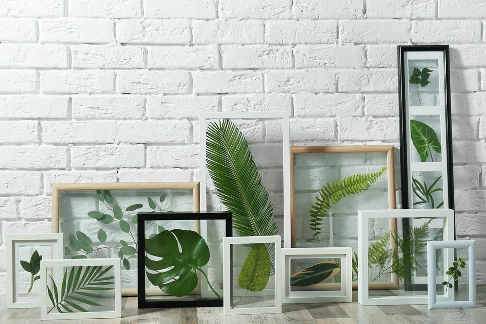 Lijstjes met droogbloemen en planten