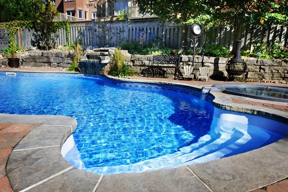 De juiste materialen en vormen zwembad