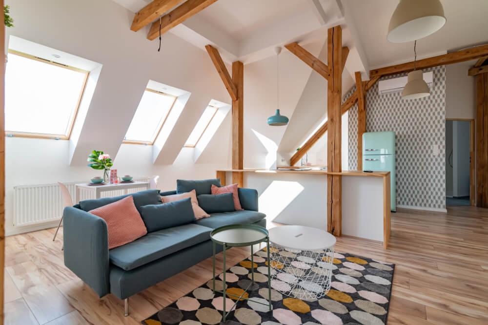 Een zolderkamer inrichten als woonkamer: dít zijn onze 6 tips