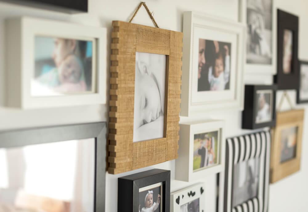 Tips voor een speelse muurcollage in je interieur