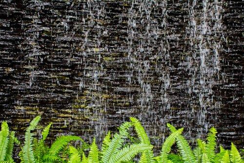 Natuurstenen waterval