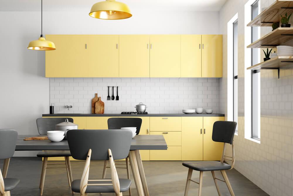 Geel in de keuken met wit