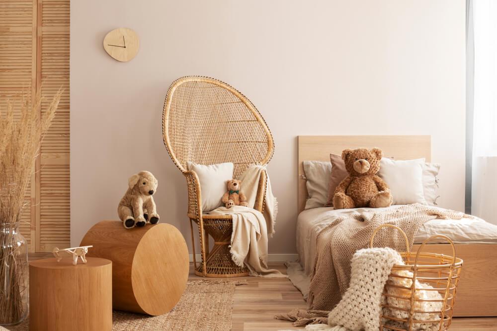 Hoe style je de rieten of rotan pauw stoel? In de kinderkamer!