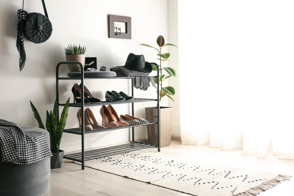 Een stellingkast inrichten: voor je schoenen