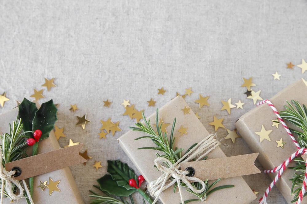 Kerstcadeaus mooi en minimalistisch inpakken
