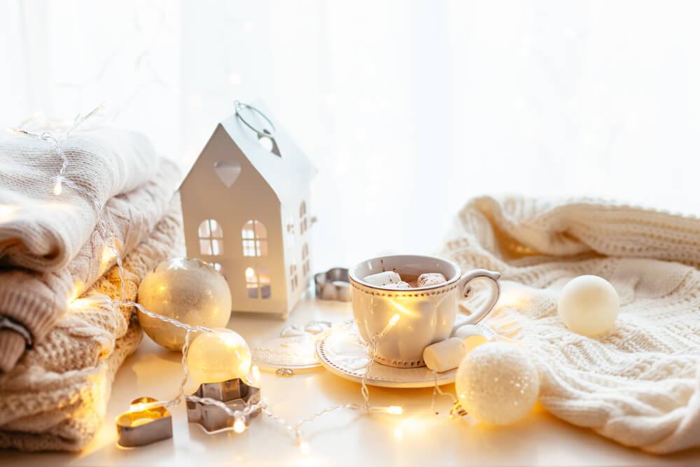 Op zoek naar kerstdecoratie met een moderne look? Ga voor lichte kleuren!