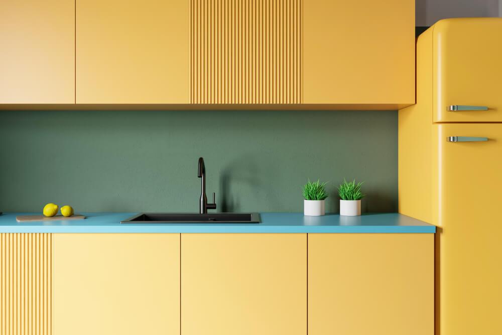 Gele keuken met groen