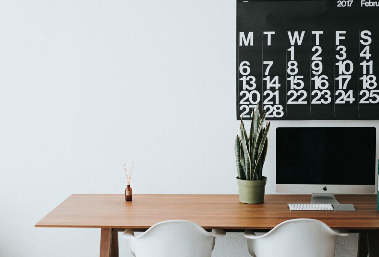 Minimaliseer tips voor de eeuwige twijfelaar: met déze 7 vragen aan jezelf weet je of je spullen weg kunt doen
