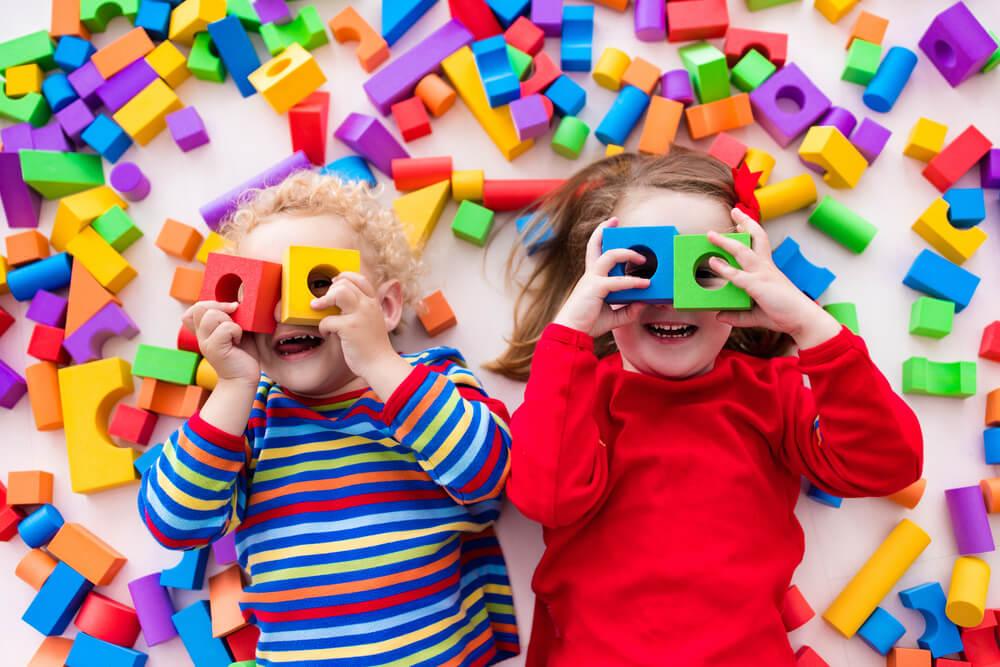 Waarom kiezen voor houten speelgoed voor je kinderen? Ontdek alle 7 voordelen!