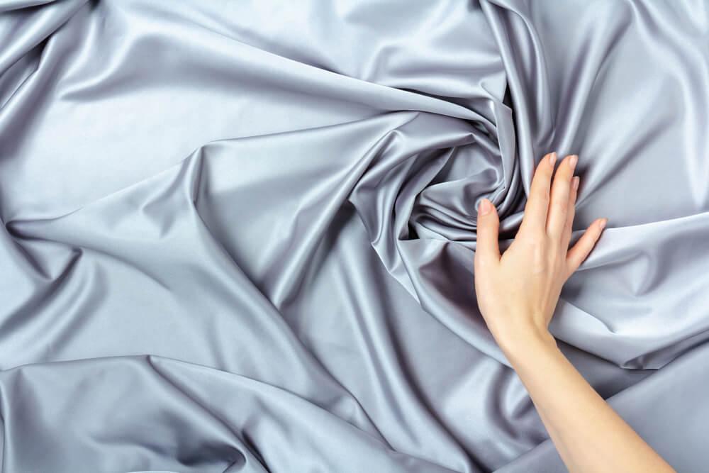 Satijnen kussenhoes om op te slapen: beter voor huid en haar