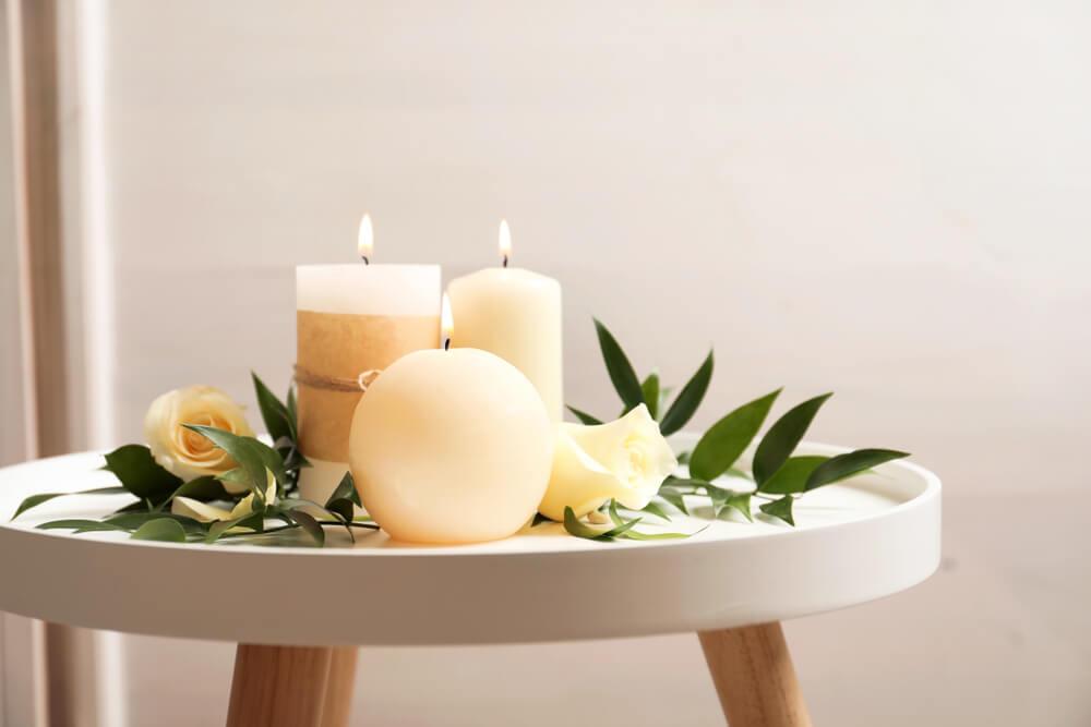 Decoratie met kaarsen: bijzettafeltje