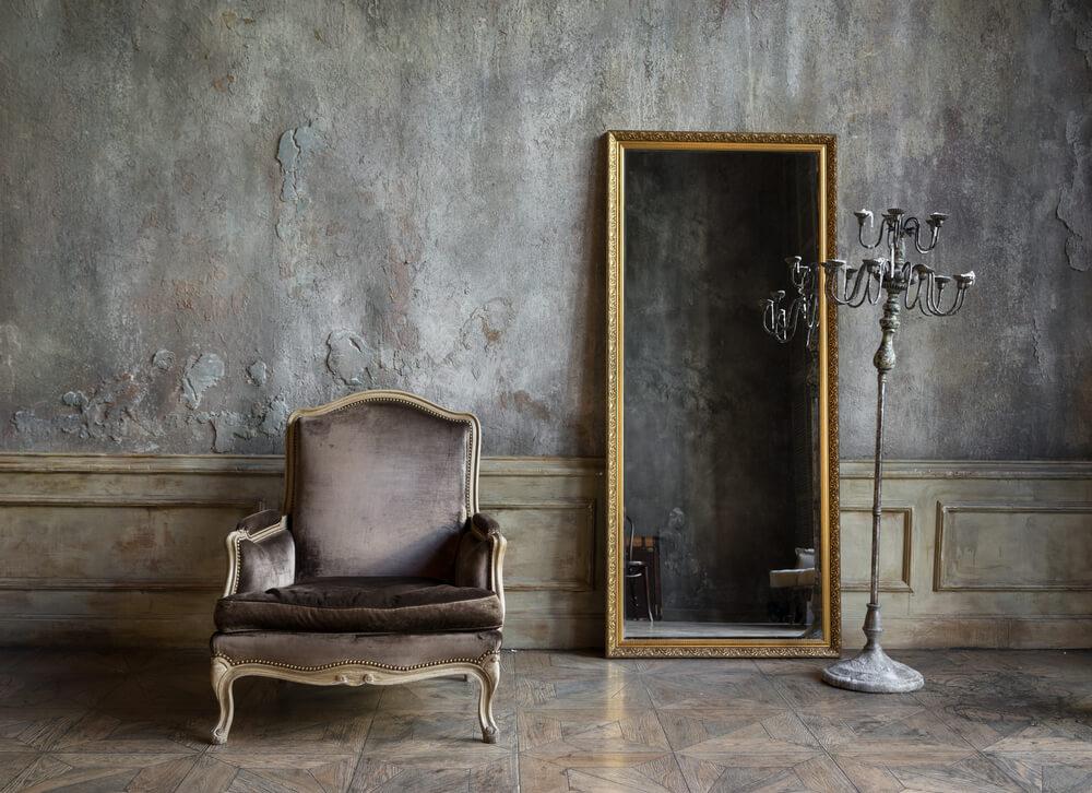 Grote staande spiegel met antieke lijst