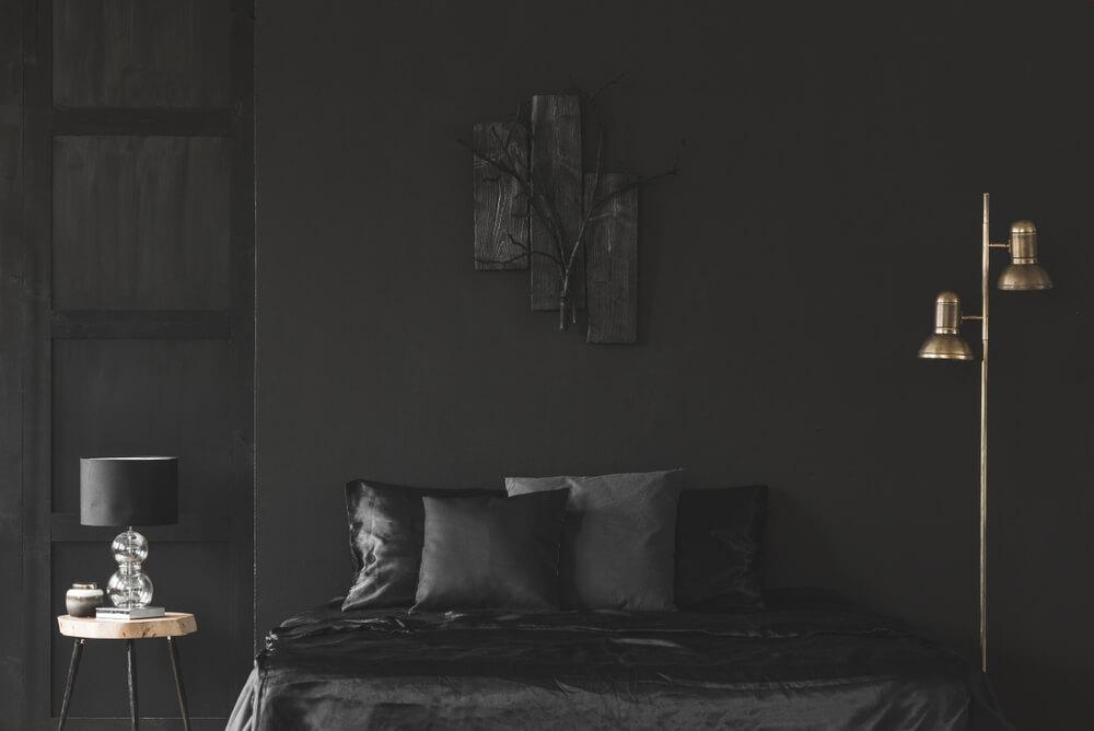 Zwarte slaapkamer in combinatie met andere kleuren