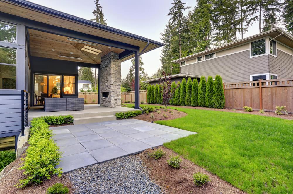 Wat zijn de voordelen van een overkapping in de tuin?