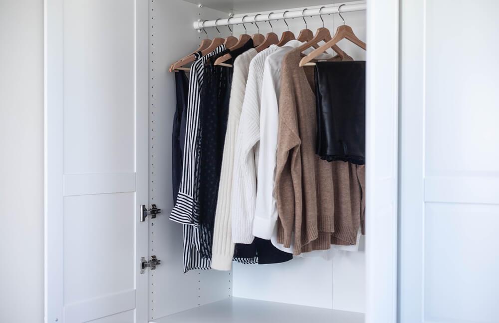 Wat is een capsule wardrobe + hoe stel je deze garderobe samen?